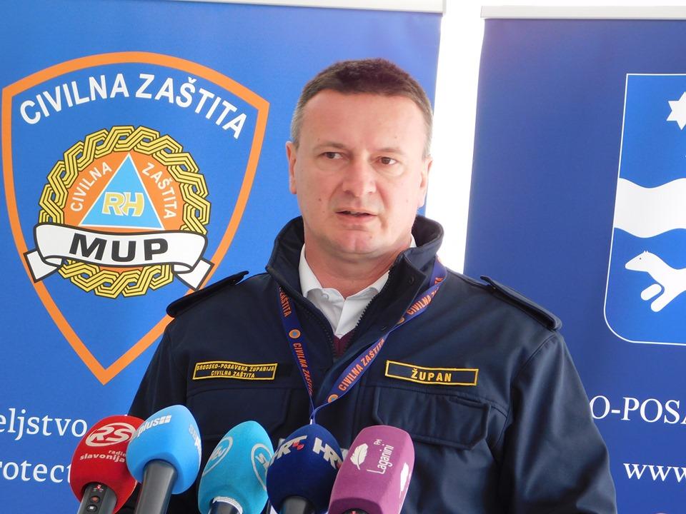 Građani traže propusnice i za šišanje pasa, takve stvari su nedopustive, kazao je danas župan Danijel Marušić