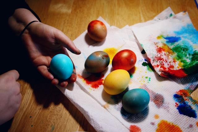 Sedam prirodnih boja uz koje će svaka pisanica biti posebna