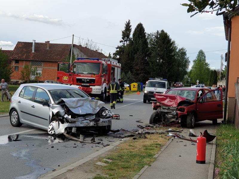 Teška prometna nesreća: U frontalnom sudaru smrtno je stradala jedna osoba