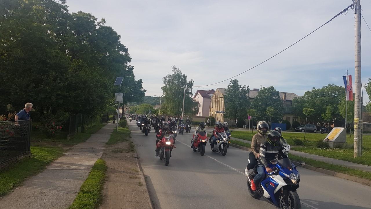 Na cestama se očekuje povećan broj motorista, građani prijavljuju prebrzu vožnju i stvaranja buke, policija savjetuje