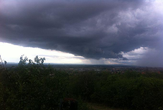 Za dvije regije upaljen crveni alarm: Stiže grmljavinsko nevrijeme s obilnom kišom