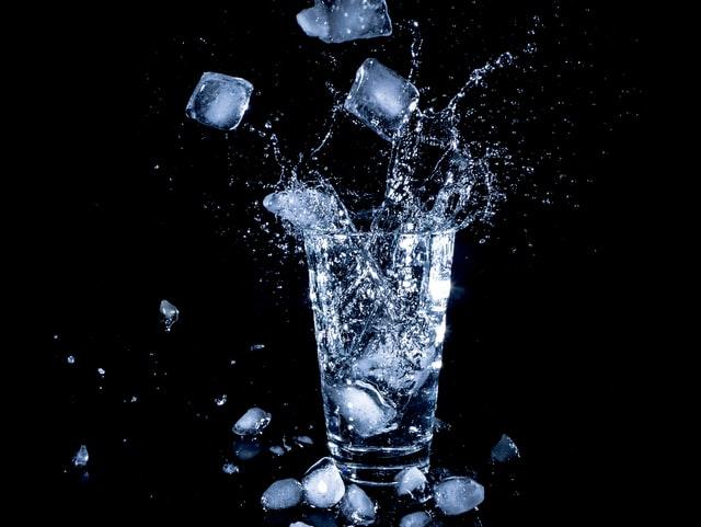 10 znakova koje vam tijelo šalje kad pijete premalo vode