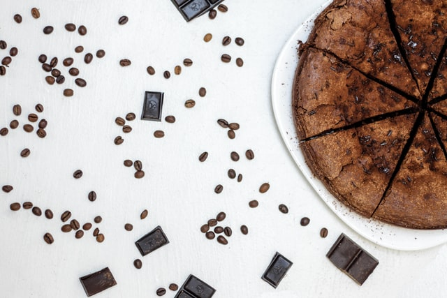 Za (ne)najavljene goste: Brza čokoladna torta gotova za samo 20 minuta