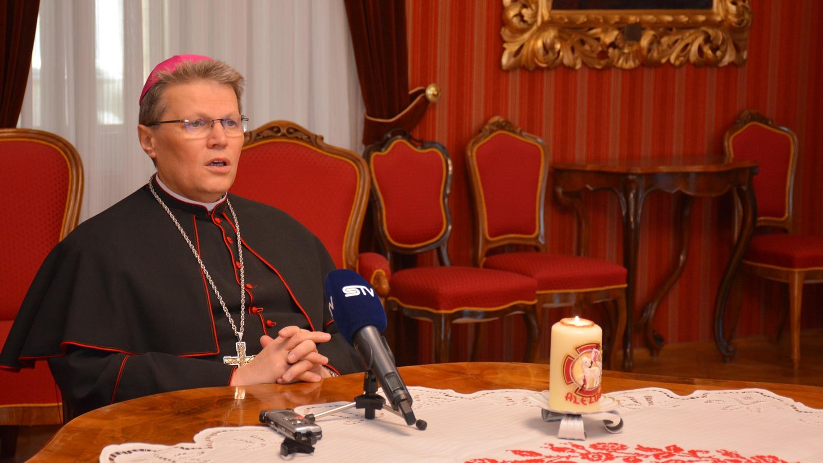 Uskrsna čestitka i pastirska poruka nadbiskupa Đure Hranića