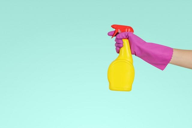 Jednostavan trik za čišćenje plijesni, sve već imate u kupaonici