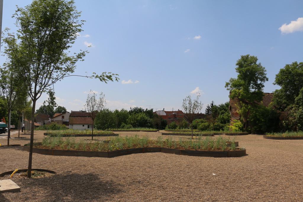 Radovi uređenja parka u Ulici Josipa Jurja Strossmayera približavaju se kraju