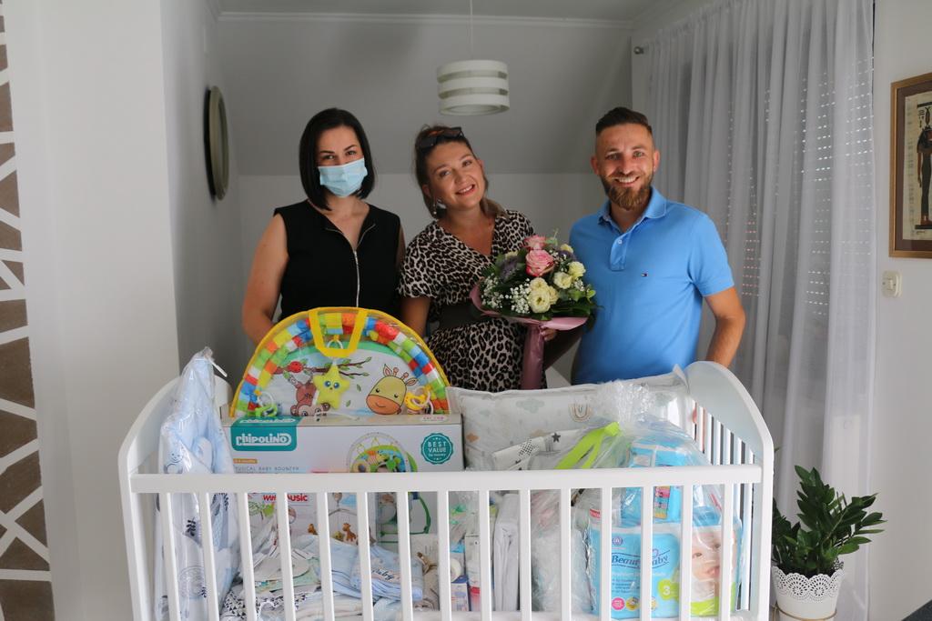 Pet brodskih obitelji dobilo vrijednu opremu za prvo dijete